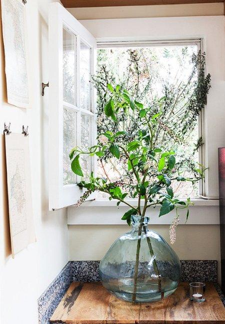one_kings_lane_whitney_kitchenflowers
